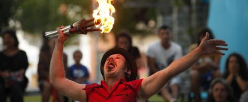 A compañía galega Isla LeTriska presenta o seu espectáculo de novo circo en San Martiño Pinario
