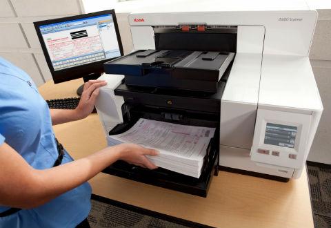 Ponteareas dixitaliza case 200.000 documentos do seu arquivo histórico