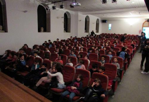 Os colexios da Guarda disfrutan do cinema infantil no centro cultural