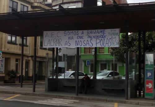 """""""Póla Poesía"""", un bosque de poesía en Carral feito pola Asociación EcoCultural Lacrar."""
