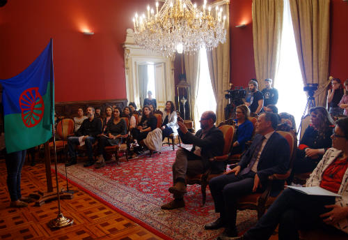 O Concello de Santiago súmase á celebración do Día do Pobo Xitano
