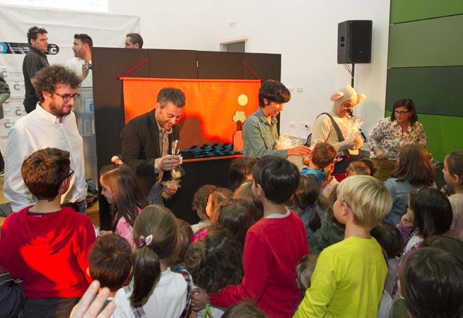 Xulio Ferreiro presenta o novo servizo de préstamo de libros en Novo Mesoiro