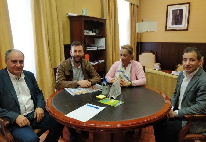 O alcalde e membros do COAG abordan coa xefa provincial de Costas a convocatoria do concurso de ideas sobre o fronte fluvial do Miño