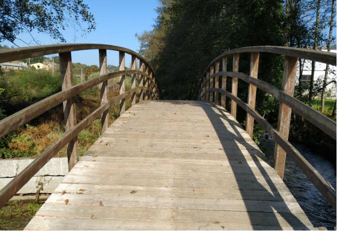 O BNG de Mos denuncia o perigo da ponte de madeira no paseo do Río Louro