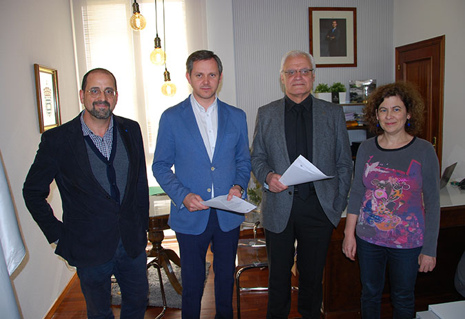 A Real Academia Galega e o Concello de Ames asinan un convenio para elaborar o 'I Mapa Sociolingüístico Escolar de Ames'