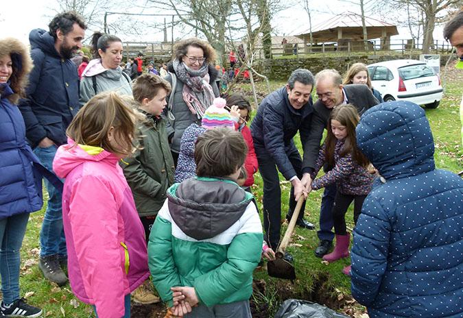O alumnado de Ponteareas reforestará o monte con 500 árbores