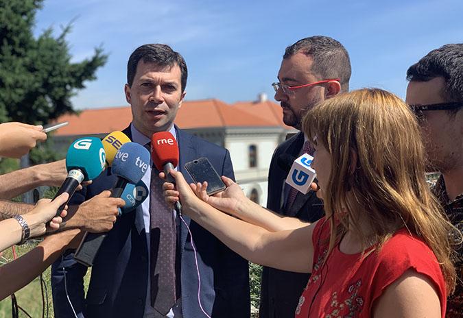 """Gonzalo Caballero e Adrián Barbón avanzan """"traballo conxunto"""" nos problemas comúns de Galicia e Asturias"""