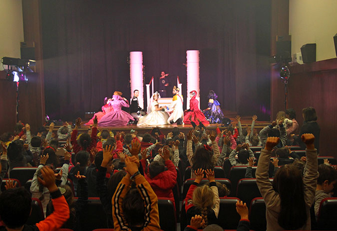 """Autarquia coloca """"Cinderela – O Musical"""" no sapatinho das crianças do concelho"""
