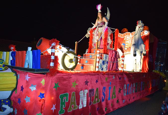 Desfile de Entroido multitudinario en Mos