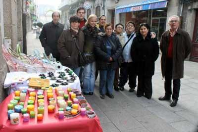 Alumnos do Obradoiro Ocupacional de Asprodico puxeron á venda os produtos elaborados por eles