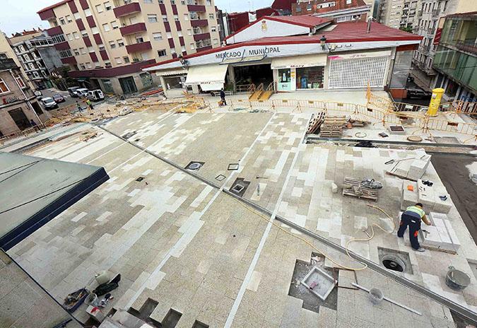 As obras de humanización entre o auditorio e a praza de abastos de Ponteareas afrontan a súa recta final