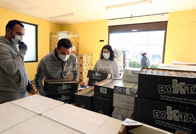 Novas achegas de alimentos de empresas da contorna de Porriño para socorrer ás familias