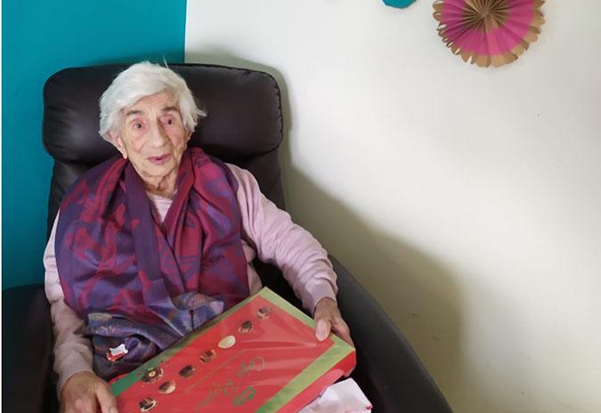 Unha centenaria de Tomiño recibe un agasallo de aniversario de parte do Concello