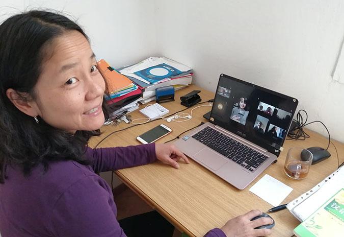 Unha profesora de chinés imparte por videoconferencia a 30 alumnos e alumnas un curso organizado pola OMIX de Tomiño