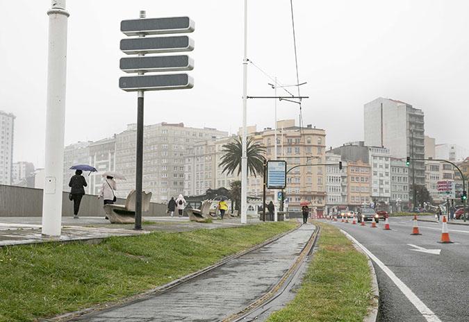 O concello da Coruña habilitará un carril específico para correr sobre as vías do tranvía
