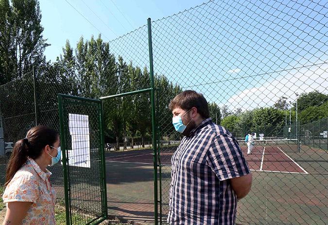 O Concello de Ponteareas abre as pistas de tenis municipais desinfectándoas para cada uso