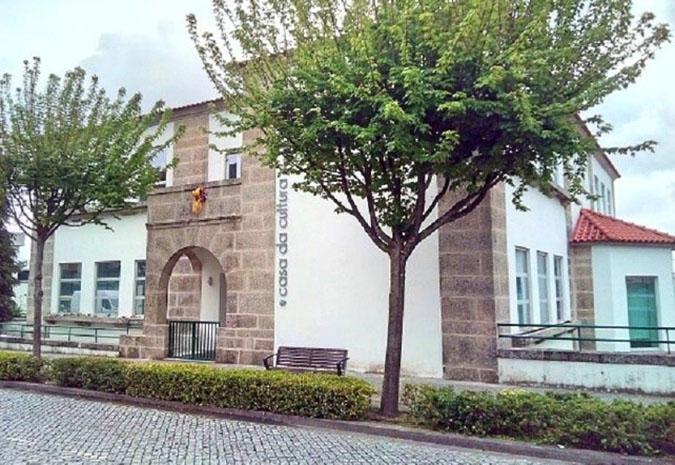 Casa da cultura reabre com aulas de música e ballet