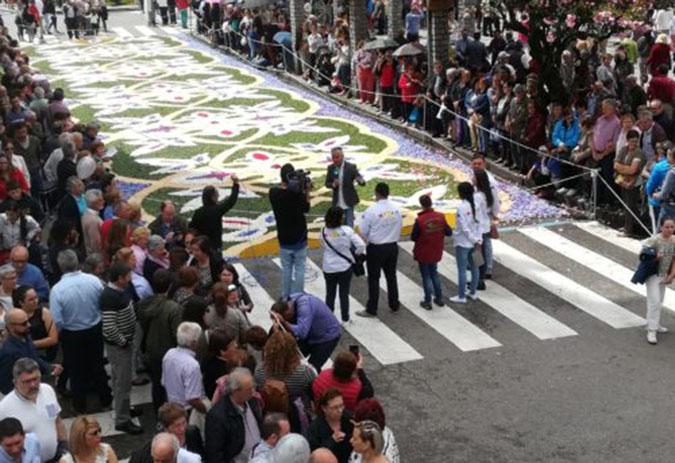 A arte floral de Ponteareas volve atraer a ollada dos medios de comunicación