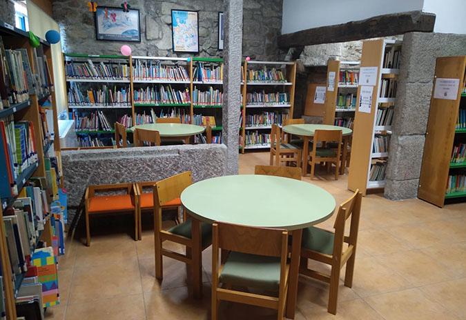 A Biblioteca Municipal de Ponteareas volve  a prestar todos os servizos