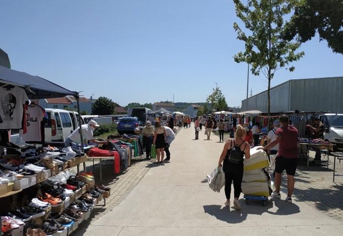 Os postos da feira da Milagrosa reducen o seu tamaño para garantir a separación sen modificar o emprazamento