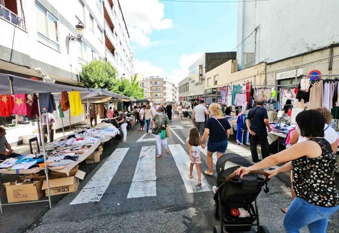 A Policía Local inspecciona a venda ambulante e detecta unha trintena de infraccións