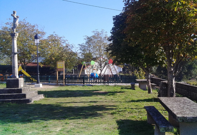 Arbo adxudica as obras de mellora do parque de Barcela e a colocación de mobiliario urbano