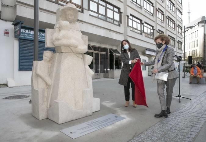 A Coruña homenaxea cunha escultura á mítica enfermeira Isabel Zendal