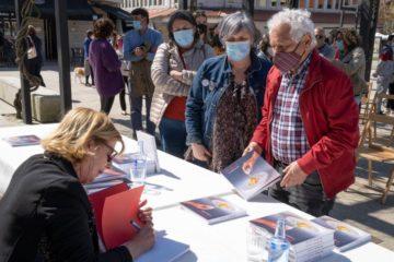 A chef galega Toñi Vicente presentou en Tomiño o seu primeiro libro