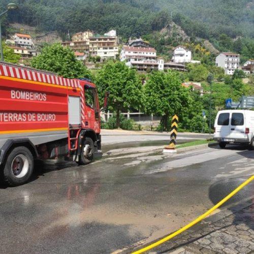 Trabalhos de limpeza na vila do Gerês