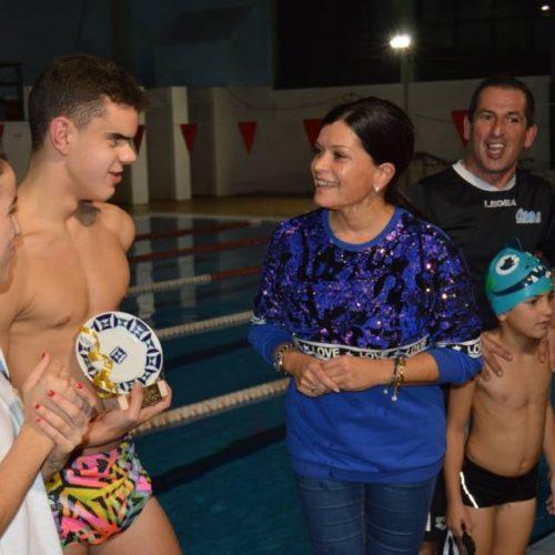 O nadador Juan Ferrón recibe unha subvención nominativa do Concello de Mos