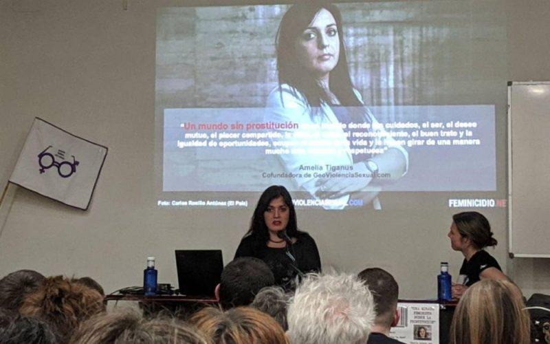 """A activista Amelia Tiganus presenta a escolares da Guarda o cómic """"Historia dunha Loita"""""""