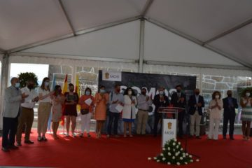 Mos homenaxea á cadea humana da COVID-19 no acto do Día da Rosa