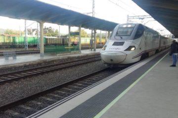 BNG e PP tumban moción socialista sobre as tarifas de tren entre Ourense e Santiago