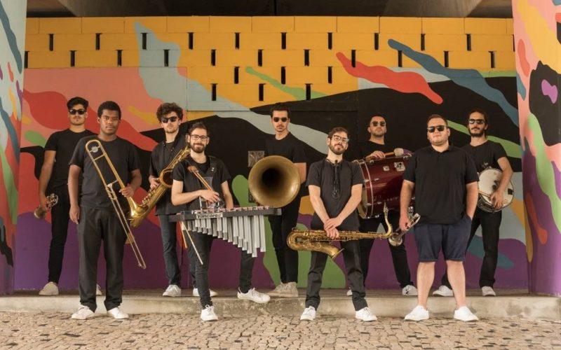Música tradicional, bandas de rua e ´meninos-voadores' dão colorido a Paredes de Coura