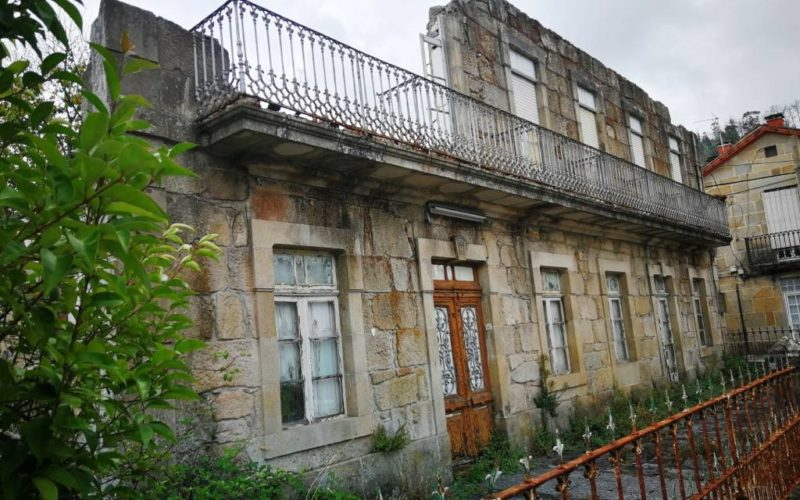 Valedora do Pobo advirte a Mondariz Balneario sobre o estado ruinoso do Hotel Roma