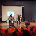 O alumnado do IES de Ames disfrutou da música en galego