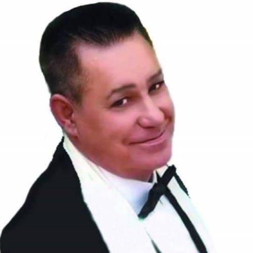 Fausto, de vocalista na Sintonía de Vigo a cantar na rúa